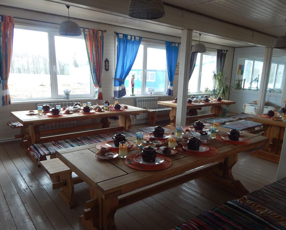 Столы ждут гостей